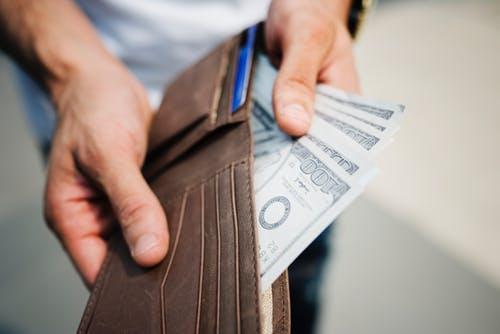 Säästä rahaa tekemällä sisustusostoksia kirpparilla